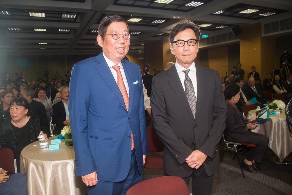 (左)台哥大董事長蔡明興 (右)富邦金控董事長蔡明忠.