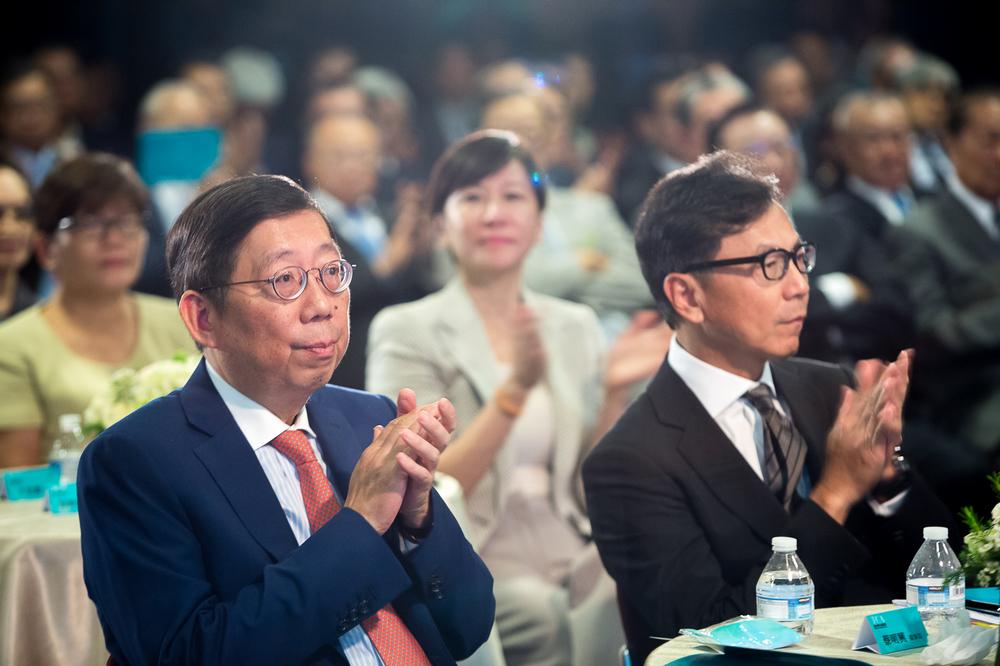 (左)台哥大董事長蔡明興. (右)富邦金控董事長蔡明忠.